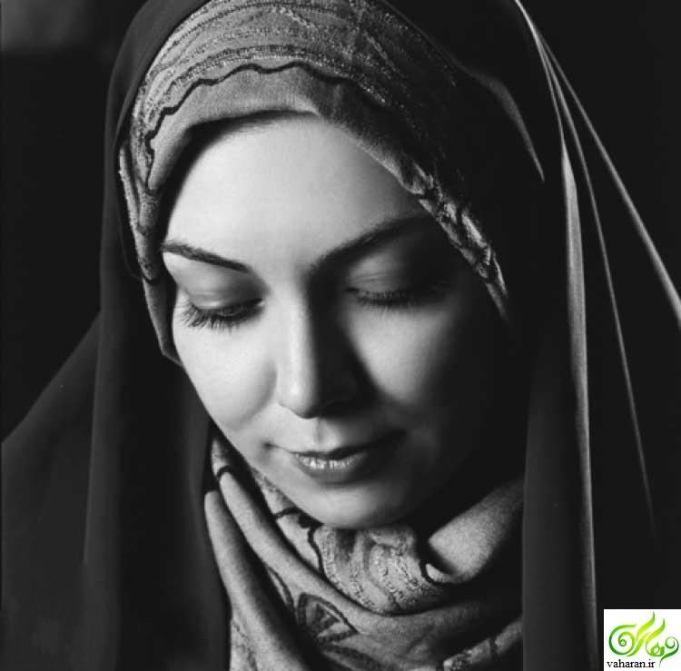 جنجال عکس بدون روسری آزاده نامداری در کنار همسر و دخترش سال ۹۶