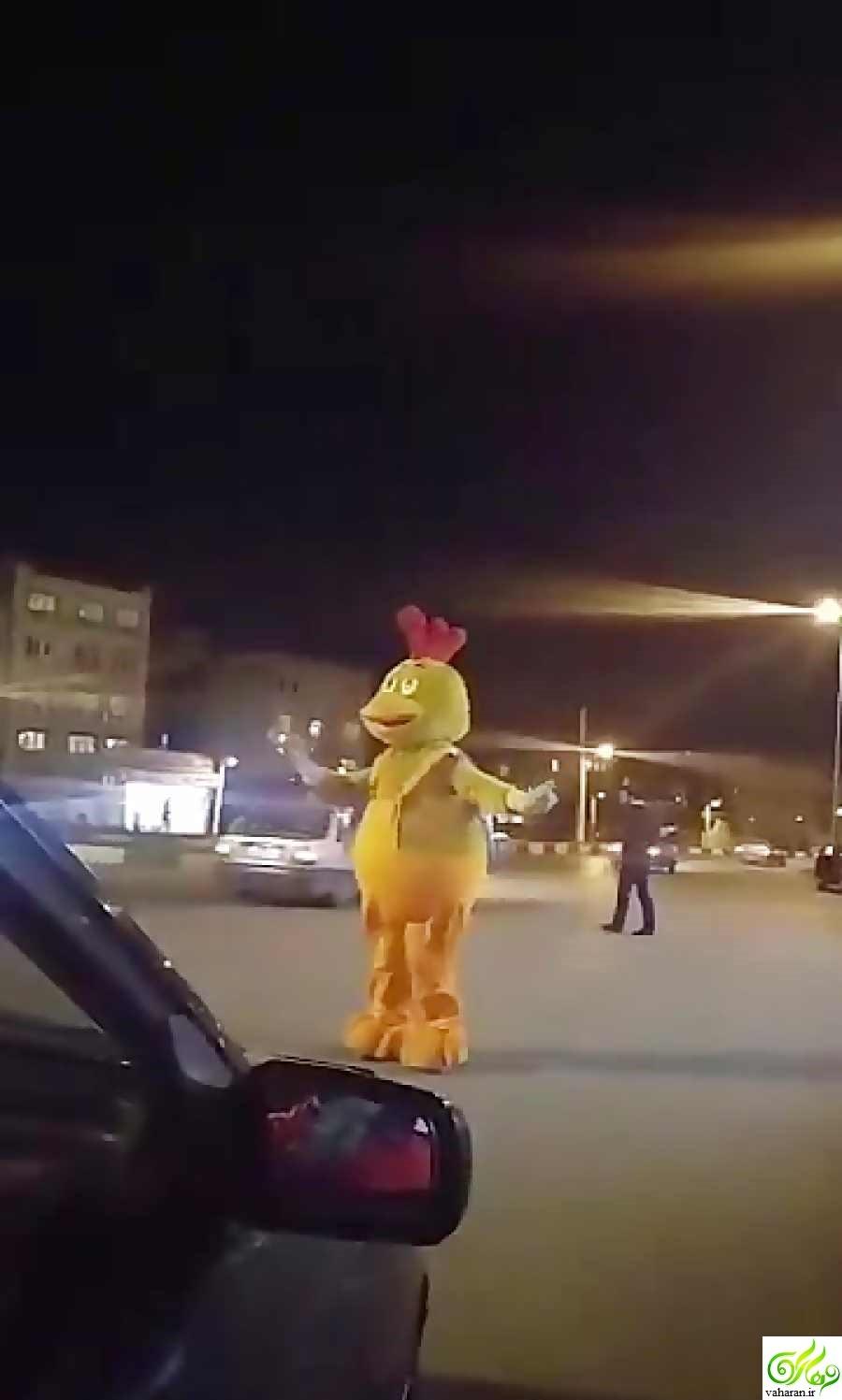 دانلود کلیپ رقص عروسک یک رستوران در فرحزاد
