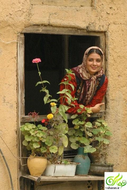 عکس کشف حجاب سمیرا سیاح در آمریکا آبان 95