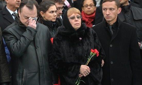 مراسم تشییع سفیر ترور شده روسیه در ترکیه + عکس همسر و فرزندش