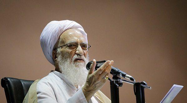 آیت الله موحدی کرمانی : مردم به دلیل مشکلات اقتصادی از مذهب دست کشیده اند