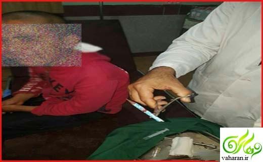 عکس های ناراحت کننده تنبیه دانش آموز کرمانی / فرو کردن مداد در سر او!