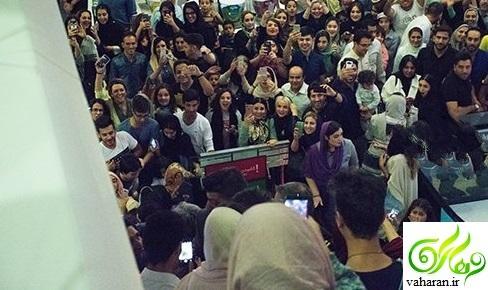عکس های هجوم مردم برای عکس گرفتن با محمدرضا گلزار در اکران مادر قلب اتمی تیر 96
